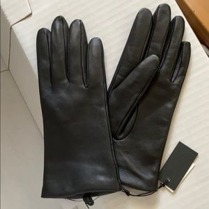 Aritzia fleece-lined leather gloves